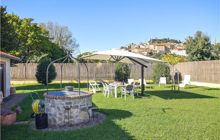 Holiday cottage with 5 bedrooms on 200m² in Castiglion Fiorentino