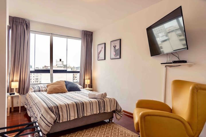 Room 2 - fully equipped with brand new large TV (cable with over 100 channels & wifi)