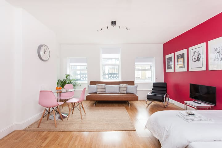 Clean Bright Soho Square & Covent Garden Apartment