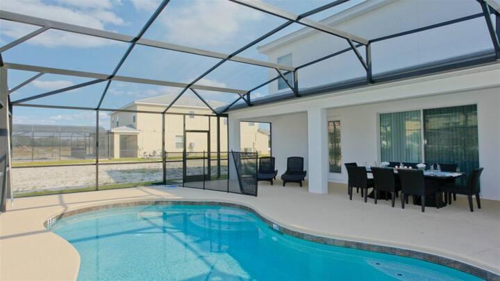 Charming Villa w/Backyard+Private Pool☆A+ Location