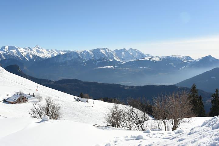 Chalet situé au milieu des pistes de ski