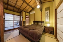 Shirakawa cottage can offer a big comfortable bed in a cute cottage in the heart of Higashiyama district