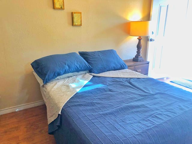 Charming Private Room/Suite Near Lackland/Seaworld