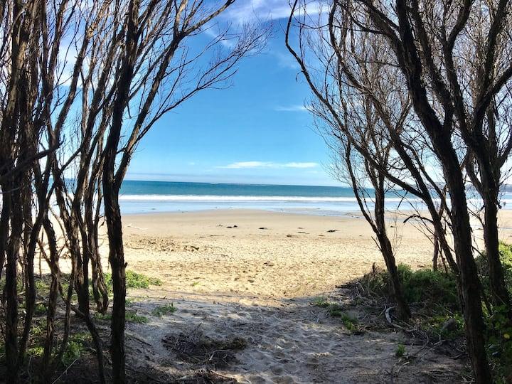 Surf Parade | Cosy | 4km of Sandy Beach | Sleeps 5