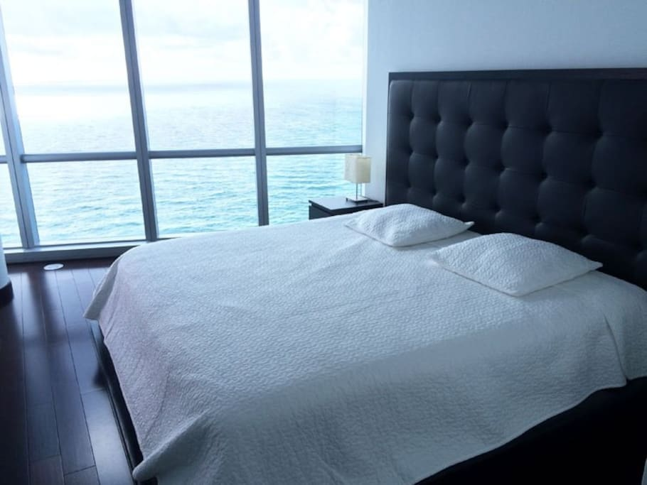 SPECTACULAR MASTER BEDROOM WITH DIRECT OCEAN VIEWS!!
