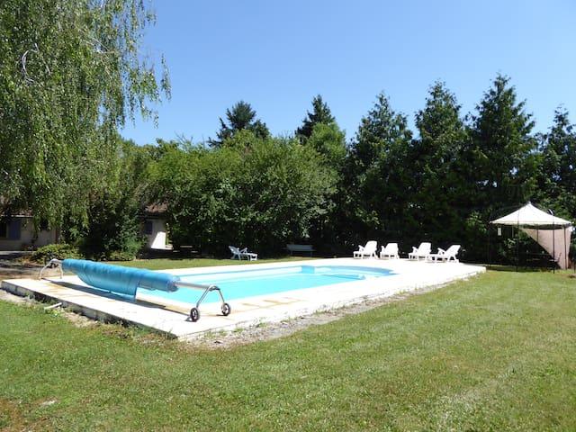 Gîte charmant avec piscine Montréal - Montréal - Dům