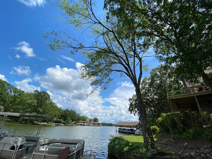 Tranquil Lakefront Home *WE ARE NOT A PARTY HOUSE*