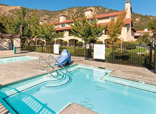Clear Lake, CA, 2-bedroom penthouse #2 - Nice - Apartamento