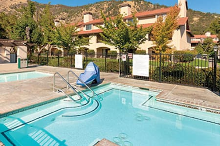 Clear Lake, CA, 2-bedroom penthouse #2 - Nice - Appartement