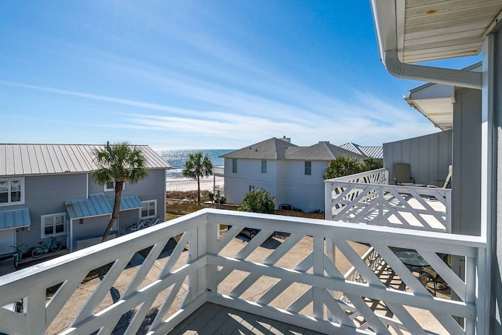 Updated Townhome with Gulf Views/2 King Suites/Only Steps to the Beach!
