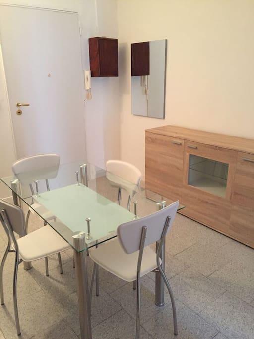 Ingresso soggiorno cucina attrezzata