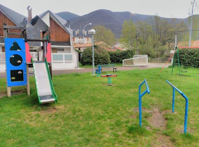 Zona juegos infantiles 2