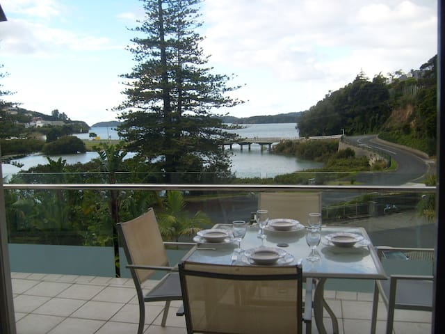 OUTSTANDING VIEWS 2 BEDROOM APARTMENT - Paihia - Apartment