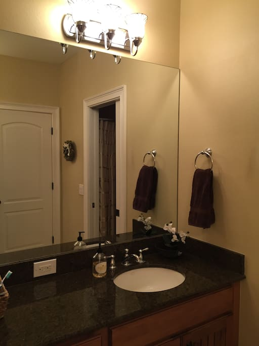 Two sinks on separate sides of the bathroom