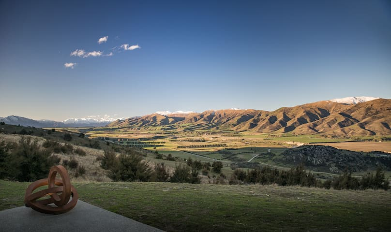 A breath-taking view down the valley towards Lake Hawea, with Mt Aspiring clear on a fine day. Such a view can make you feel small in the universe. It is calming and is guaranteed to help you forget your worries. Guests at Hawk House sleep well.