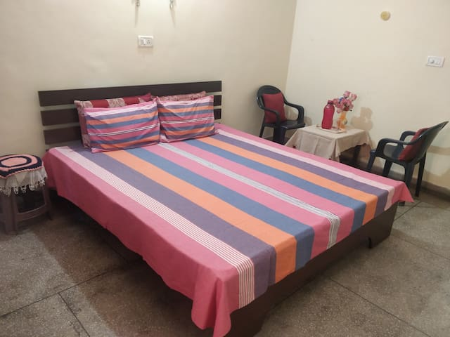 AC Room KingBed near Sarita Vihar Metro Stn Delhi
