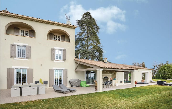 Awesome home in La Gaude with WiFi and 4 Bedrooms
