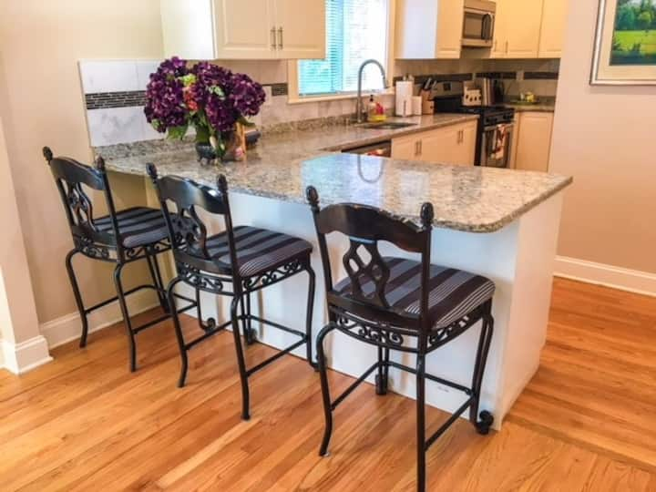 Fully-Equipped Private 1 Bedroom 2nd Floor Apt
