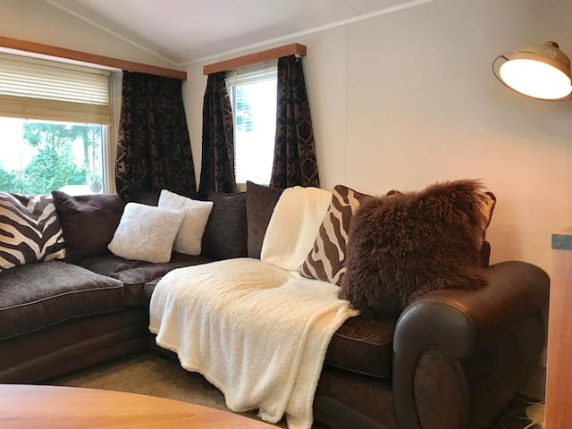 COZY,  HOMELY,  CHILD & PET FRIENDLY :) sleeps 6