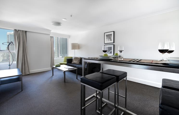 Luxury Sydney, Darlingharbour, high level 1br apt