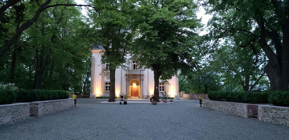 Pałac Piszkowice- Ultra Butikowy Dom Gościnny