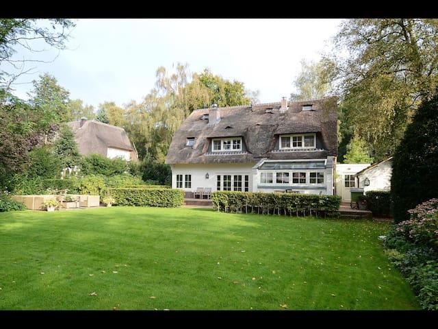 Light and spacious villa near Amsterdam