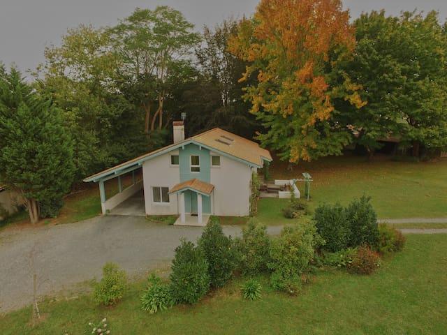 2 chambres dans maison et jardin. - Cambo-les-Bains - Bed & Breakfast