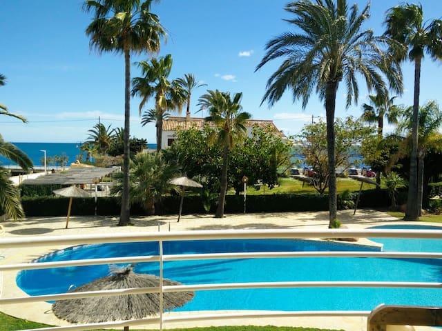 Apartamento en primera línea de playa. Playa Tosca