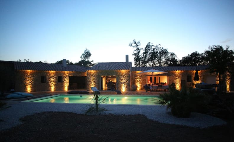 Villa d'architecte de 300m2 - Coeur de la Provence