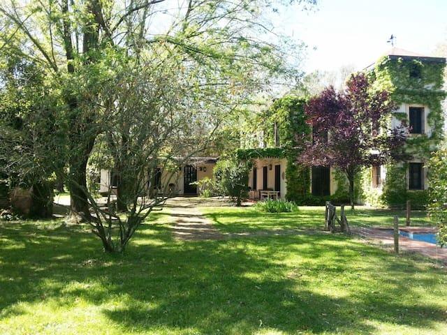 Auténtica casa de campo con hermosa vegetación. - Villa Ruiz - House