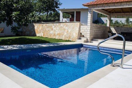 Villa Fig With Swimming Pool - Imotski