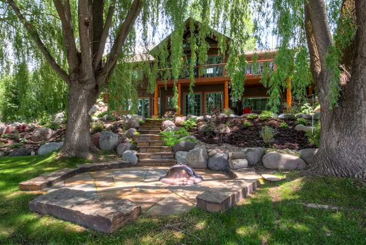 'River's Edge' 6BR Glenwood Home w/Private Hot Tub