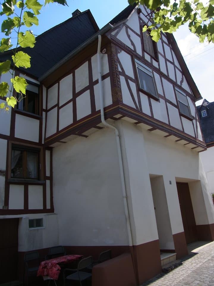 Uriges Fachwerkhaus 200m vom Moselufer Pünderich