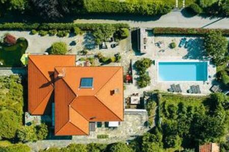 Romantic, spacious Villa with 3000 sqm garden