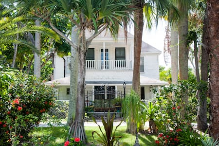 Garden House in Historic Fishing Village - Bradenton