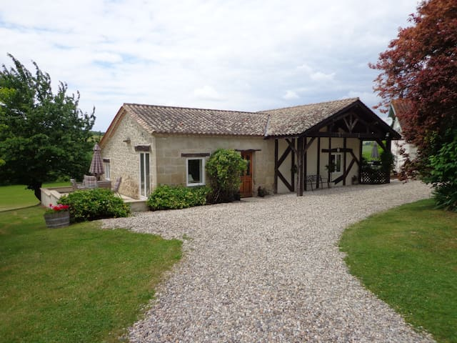 Spacious rural gite, views & pool - Monbahus - Hus