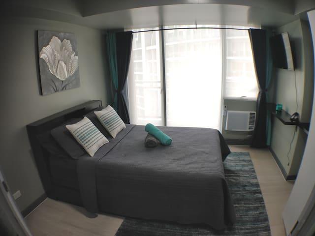 Brand New 1BR Suite Azure Urban Resort Paranaque