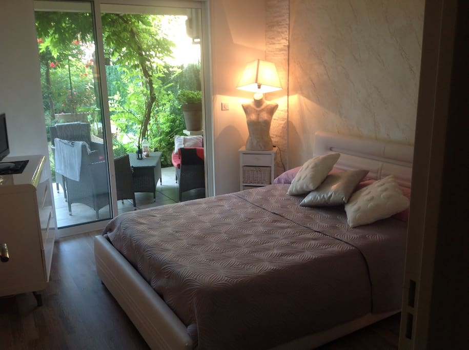 Nice room  with garden, in small residence