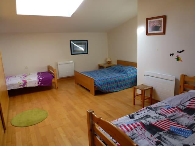 Grande chambre 2 à 5 pers. à 10 min du Puy du Fou - La Verrie - Casa