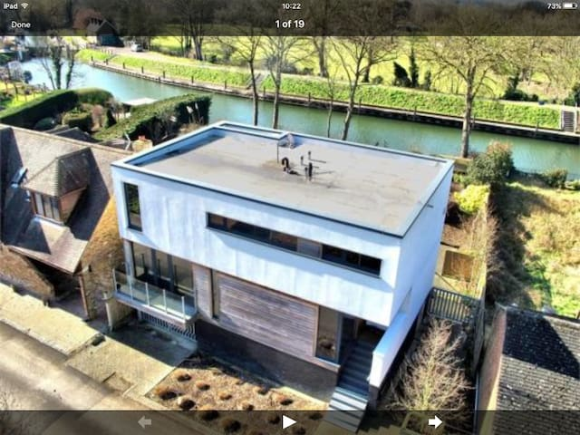 Modern house, Windsor, perfect for Royal Wedding