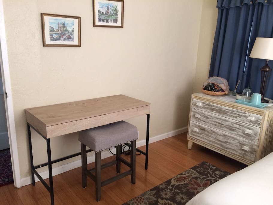 I bought a new desk for the room