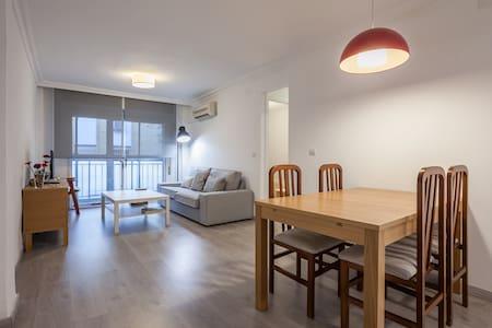 Apartamento con tres dormitorios - Sevilla - Wohnung