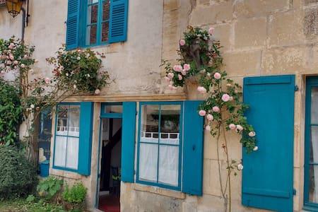 La Maison aux Volets Bleus.