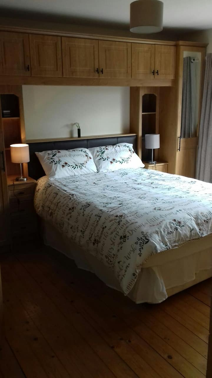 King size bedroom with En Suite