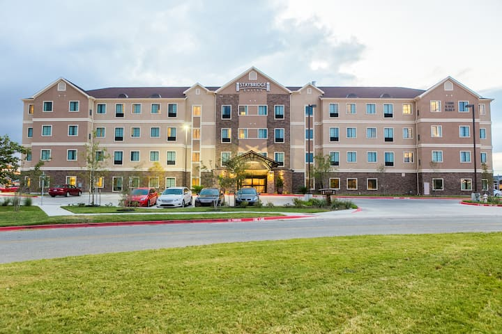 Studio Near University of Texas | Free Breakfast + 24 Hour Business Center + Heated Pool