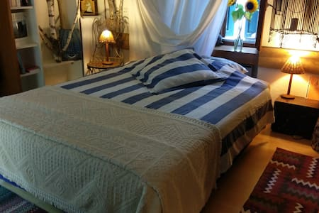 Original Cozy Room in the heart of Valais - Saillon - Gjestehus