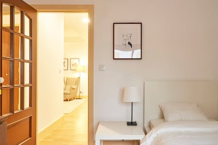 Beautiful and sunny room in classy and brand new apartment located in the heart of central Lisboa
