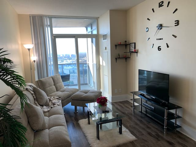 Executive 1BR Condo Mississauga City Center FIVE-★