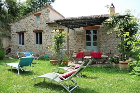 Romantic stone cottage with garden - Triana