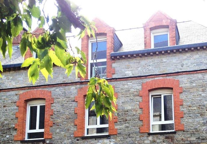Chambres d'hôtes typiques - Bourg-des-Comptes - Overig